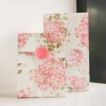 ซองกระดาษขยายข้างสีขาวลายดอกไม้สีชมพู 13x23+7.8 cm. 90 ชิ้น : Z004777