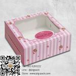 กล่องกระดาษสีชมพูขาวลายเส้นโชว์สินค้า 8.2x8.2x3 cm. 60 ชิ้น : 004528