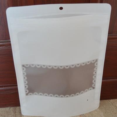ถุงซองซิปพลาสติกสีขาวมีช่องสี่เหลี่ยมมองสินค้า 22x31+7 cm. 50 ชิ้น : 005572