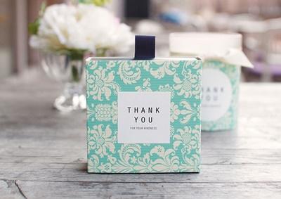 กล่องกระดาษถาดเลื่อนสีเขียวลายดอกไม้สีขาว 8.5x8.5x3.5 cm. 20 ชิ้น : V004578