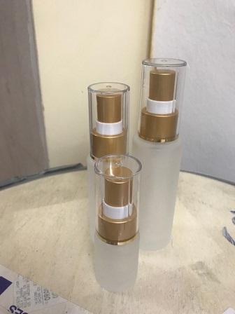 ขวดแก้วขุ่นหัวสเปรย์พร้อมฝาปิด 15 cc. : 004196