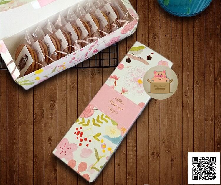 กล่องกระดาษลายดอกไม้คาดสีชมพูอ่อนแบบเปิดด้านบนขนาด 21.8x7x5 cm. 20 ชิ้น รหัสสินค้า : 005750