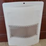 ถุงซองซิปพลาสติกสีขาวมีช่องสี่เหลี่ยมมองสินค้า 22x31+7 cm. 50 ชิ้น : 000000